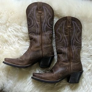 Ariat D-toe round up heeled cowboy boots